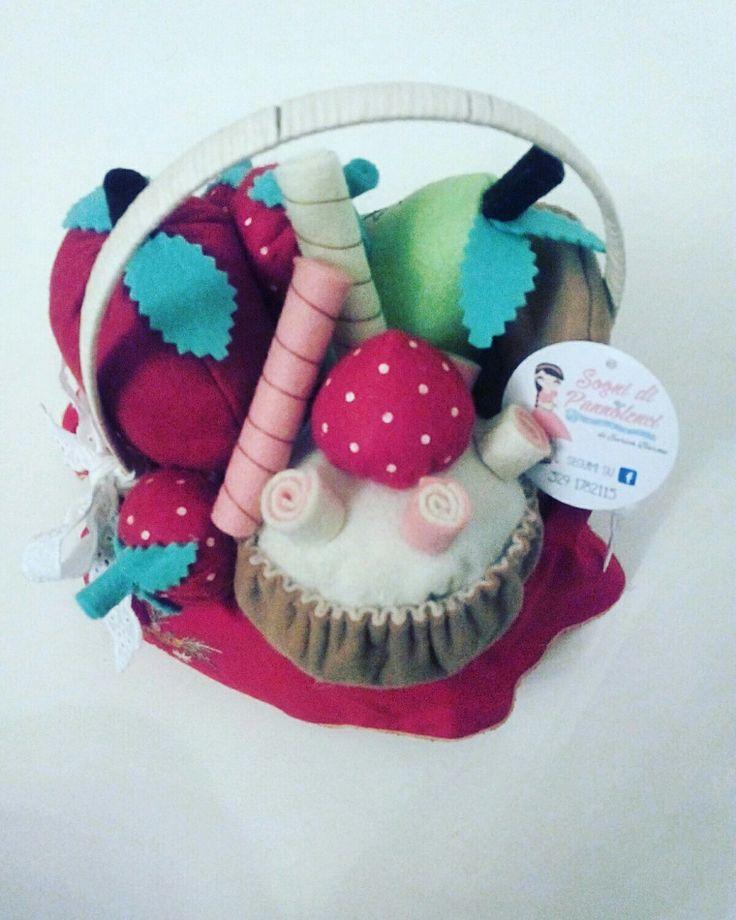 Cestino di Cappuccetto Rosso! #capuccettorosso #cestino #frutta #focaccina #cupcake #babygirl #fiaba #fattoamano #handmade #madeinitaly #creatività #creativity #creativemamy #percorsicreativi #handmade #fattoamano #madeinitaly #artigianato #artigianatoitaliano #artigianatosalentino #puglia #salento #nardò #lecce #fiaba #carnival2017 #sognidipannolenci