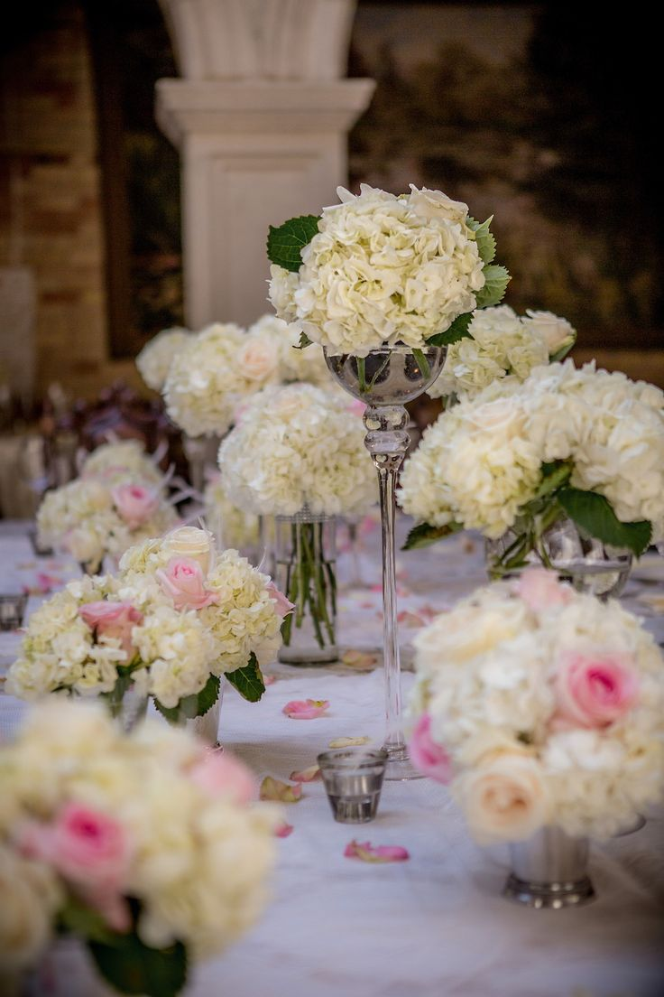 Wedding table setting, White and pink centerpiece, Pretty centerpieces, Hydrangea and pink roses, Beautiful, Elegant, Wedding ideas, Hacienda Sarria, Kitchener, Waterloo, Cambridge, Ontario, Canada wedding photography experts | Anne Edgar Photography