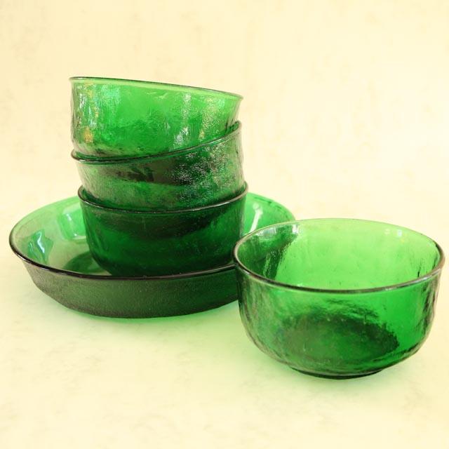 Dessert set groen glas http://hetleukstevan.nl/winkel/dessert-set-groen-glas-seventies/