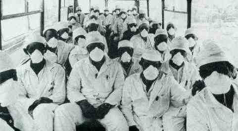 https://flic.kr/p/cXRYV | Chernobyl, liquidators | Around 650,000 people were recruited or forced to assist in the clean-up or 'liquidation' of the consequences of the nuclear catastrophe at Chernobyl. Many of them became ill, and an estimated 8,000 -10,000 died from the radiactive doses they received.