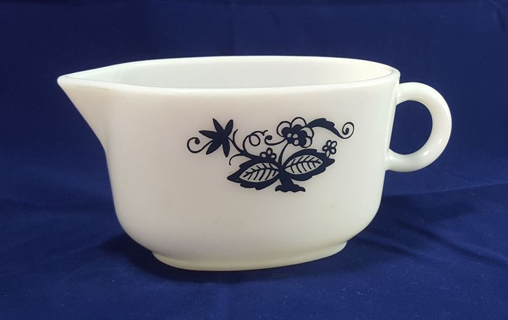 Pyrex Old Town Blue Gravy Boat Onion Vintage Midcentury Corning Country White #Pyrex