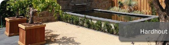 De plantenbakken zijn gemaakt van tropischhardhout met FSC keurmerk. Al het hout is legaal gekapt en heeft duurzaamheidsklasse 1. Deze duurzame plantenbakken brengen een warme uitstraling in uw tuin en doen het zowel goed in strak vorm gegeven tuinen als in meer landelijke tuinen.  Te koop in onze webshop http://www.hettuinleven.com/c-2129443/hardhout/