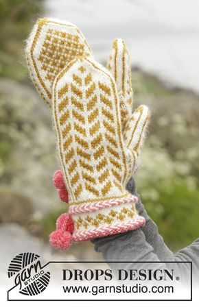 """Sættet består af: Strikkede DROPS vanter og tå-op sokker i """"Karisma"""" med nordisk mønster, lettisk snoning og pomponer. Gratis opskrifter fra DROPS Design."""