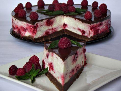 Reteta culinara Desert cheesecake rece cu ciocolata si zmeura din categoria Prajituri. Cum sa faci Desert cheesecake rece cu ciocolata si zmeura