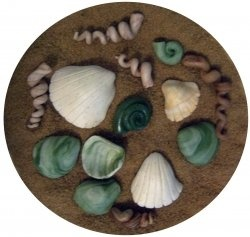 Fondant seashells are easy to make and make great cake decorations. With simple tools and a little creativity you can make realistic looking seashells...