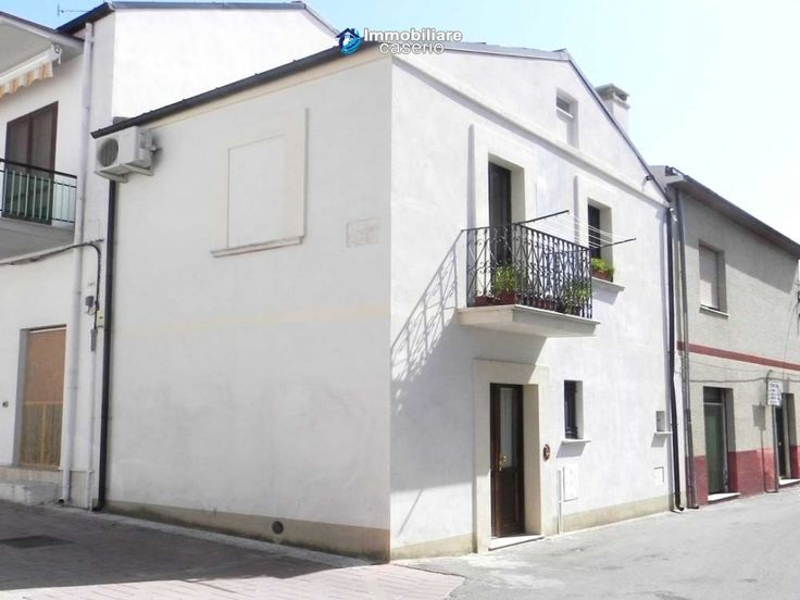 http://immobiliarecaserio.com/House_in_excellent_condition_renovated_for_sale_in_Molise_Campobasso_2149.html   House in excellent condition renovated for sale in Molise, Campobasso
