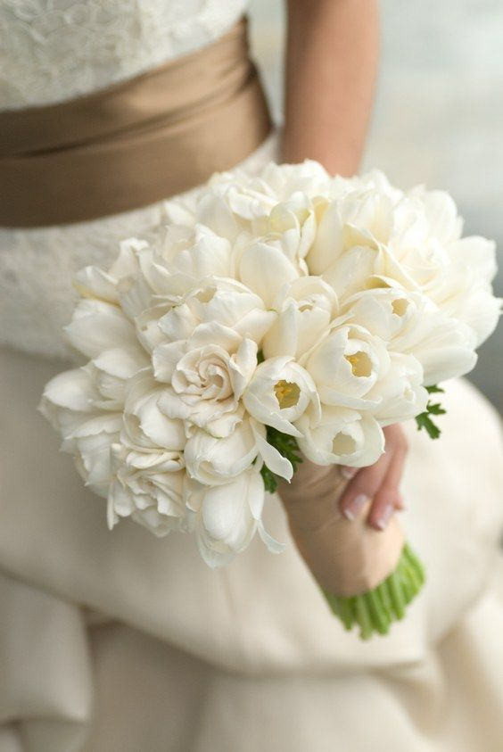 cream and white wedding bouquet / http://www.himisspuff.com/white-tulip-wedding-ideas-for-spring-weddings/2/