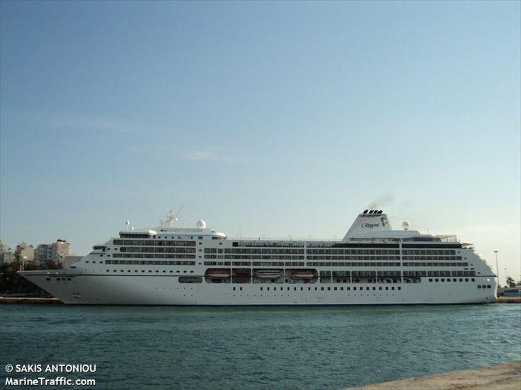 Το Seven Seas Mariner πλευρισμένο στον Πειραιά. 03/10/2010.