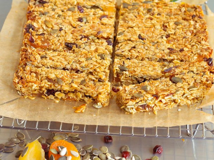 These delicious flapjack type 'trail bars' are perfect brain booster foods as they are packed full of nutritious ingredients. Oats provide a good source of long lasting energy. It would also be a fun recipe for kids to help make.