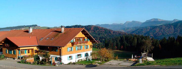 Grüß Gott auf dem Ferienhof Fink mit komfortablen Wellnessbereich in Oberreute im Westallgäu.
