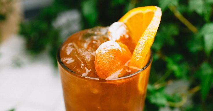 Вишневый бурбон, водка на яблоках, абрикосовый пунш инесложные алкогольные коктейли, которые можно приготовить дома
