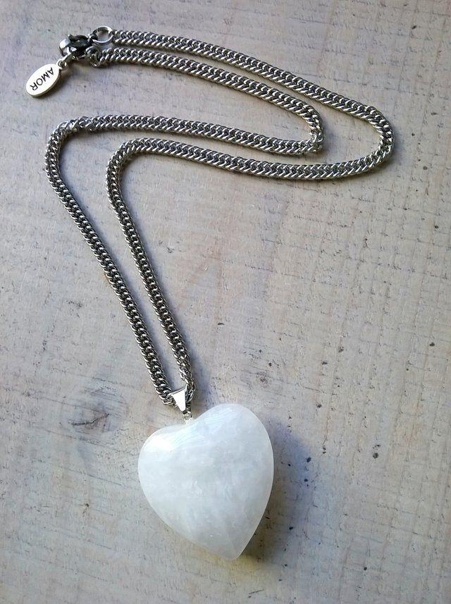 • Collar PURO • Cadena de acero quirúrgico. Corazón 100% de piedra Cuarzo blanco. >> MuyVos Accesorios <<