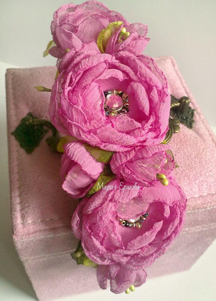 ободок с цветами из ткани ручной работы