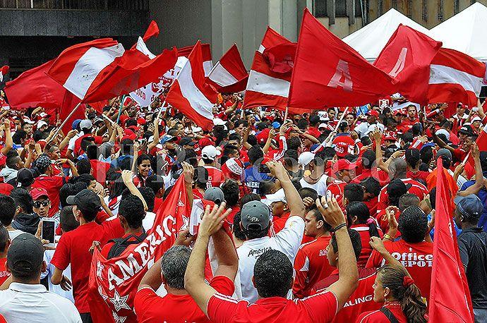 Multitudinaria marcha de hinchas del América de #Cali | EL PAIS