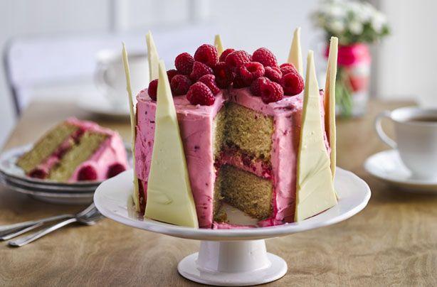 Nadiya Hussain's white chocolate crown cake recipe - goodtoknow