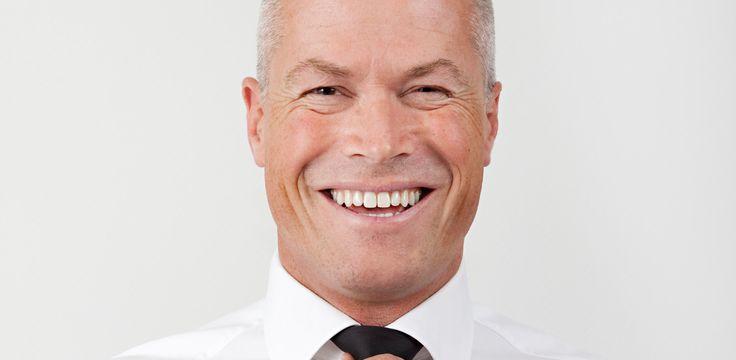 Svein Harald Røine er kanskje en av landets mest inspirerende og engasjerte foredragsholdere. Han er energisk, og spiller på hele følelsesregisteret i sine foredrag, fra hysterisk latter til en klump i halsen og tåre i øyekroken. Han kommer til Nøtterøy Kulturhus mandag 14. sept kl 19:00. Vi garanterer at du får en opplevelse du sent vil glemme!