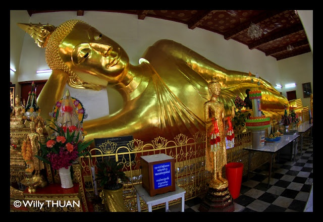 If you have been to a temple (or 'Wat') in Thailand, you might have noticed that the Buddha appears in standing, sitting or reclining postures. In some you will even see seven (sometimes eight) statues of Buddha aligned next to each other, often with a donation cup in front of it. So what does it mean?  Many people see them without really knowing what these images mean or are for. Each of them is for a day of the week, and you would pay respect to the statue representing the day you were…