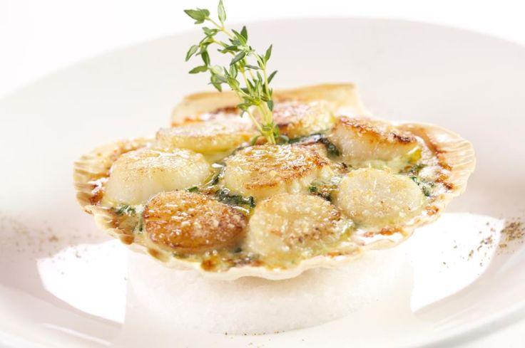 """Ресторан-яхта """"Чайка"""", Москва. Морские гребешки, запеченные со шпинатом и белыми грибами"""