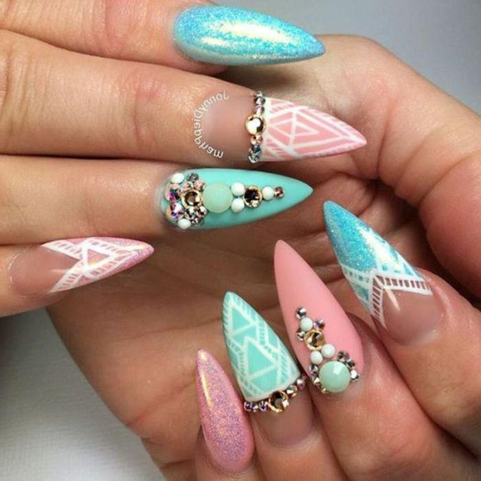unghie-a-stiletto-lunghe-colorate-diversi-colori-decorazioni-nail-art-brillantini