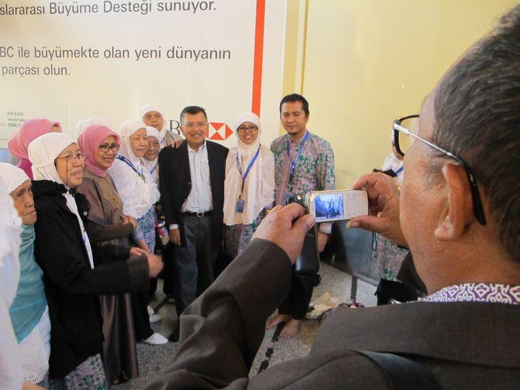 Jusuf Kalla Bersama Jamaah Haji Indonesia Transit di Turki 10 Oktober 2013   Jusuf Kalla