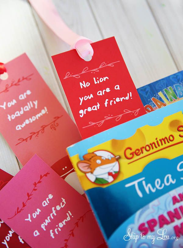 Free Valentine printable bookmarks. These printable bookmarks would make great classroom Valentines. The perfect Valentine for kids.