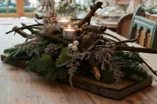 Kerststuk op steigerplank