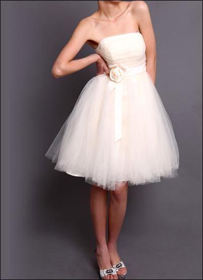 Schick und Chic! Wunderschönes Brautkleid aus feinem Tüll für die standsamtliche Hochzeit!