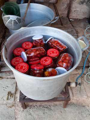 Une conserve de tomates cerise, nettement moins salissante et plus simple à préparer que la salsa di pomodoro classique