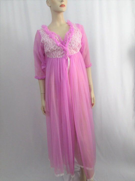 b9fc614cfb Beautiful vintage 1960s lavender nylon lingerie peignoir set from Belle  Smith. Negligee is sleeveless with