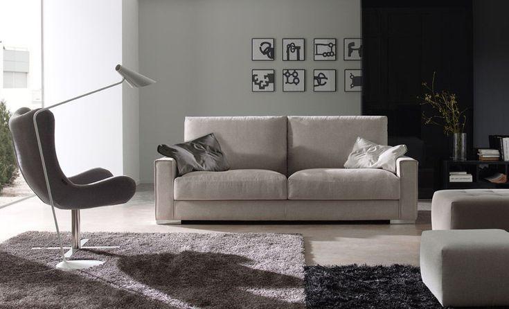 Sofá con un toque sencillo y moderno. Lo tenemos de diferentes medidas, y con una buena decoración de cojines te da ese toque de color para tu salón #sofá