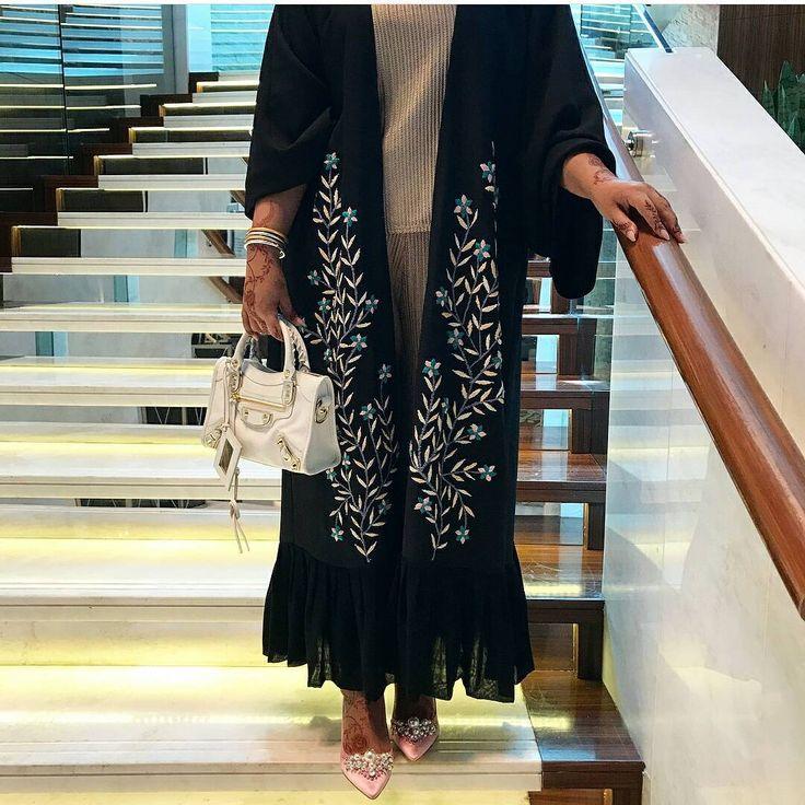 • . . . . #عبايات#عباه#العبايه#ديزاين#فن#الامارات#فساتين#تصميم#خياطه#مصممه#كوتور#ابوظبي#مشاهير#العرب#قطر#بحرين#رسم#موضه. #abaya#abaya_designer#design#fashion#fanc#black#show#coture#uae#dubai#deigner#abayatrends