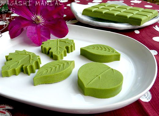 Matcha Chocolate, vegan and raw - this looks scrummy as a big fan of green tea I must try this!