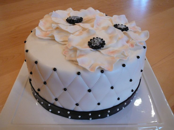 Black and white anemone with quilting