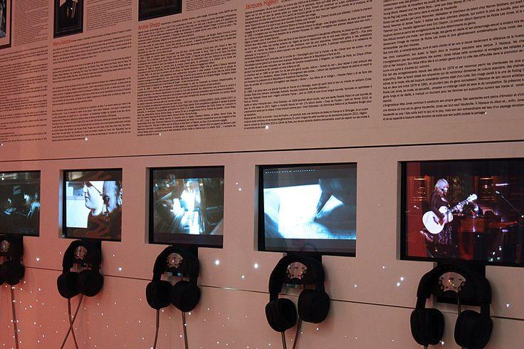 Installation de bornes vidéo musicales à l'Hôtel Triangle d'Or. Par Dalcans