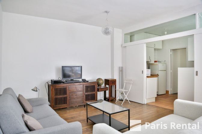 This Charming Contemporary Furnished 2 Bedroom And 1 Bathroom Apartment Offers A Sofa Bed In The Living Roo Location Maison Location Appartement Appartement