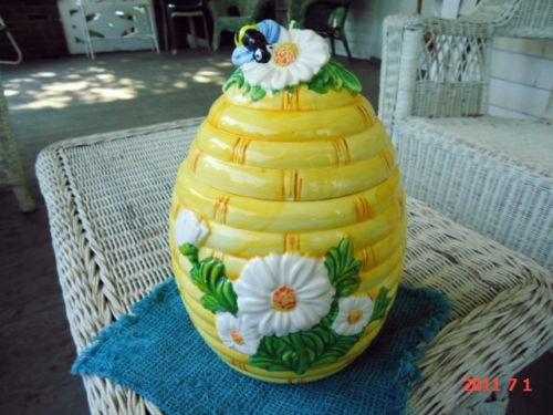1056 best images about cookie biscuit jars on pinterest - Beehive cookie jar ...