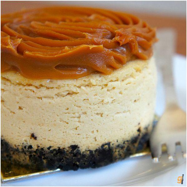 Cheesecake com base de biscoito Negresco e cobertura de doce de leite   RED Boutique Gourmet: Rua José Maria Lisboa, 1320, Jardim Paulista, tel.: 3872-2993