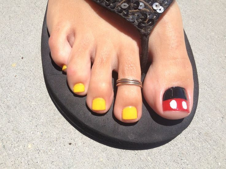 Future Nail & Spa - Long Beach, CA, United States. Mickey Mouse Inspired!