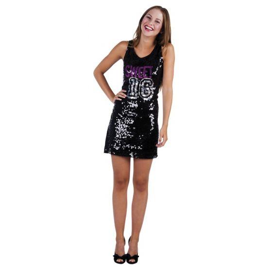 Zwarte Sweet 16 pailletten jurk. Feestelijke jurk voor meiden met zwarte pailletten en de tekst: Sweet 16. Een leuke jurk om te dragen tijdens je zestiende verjaardagsfeest.