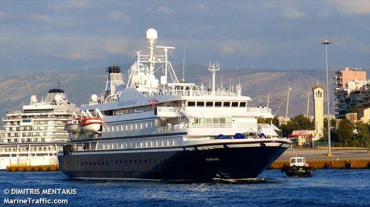 Το SeaDream I αποπλέει από τον Πειραιά. 03/10/2015.
