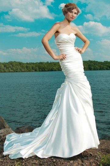 189 best wedding dresses images on Pinterest | Wedding frocks ...