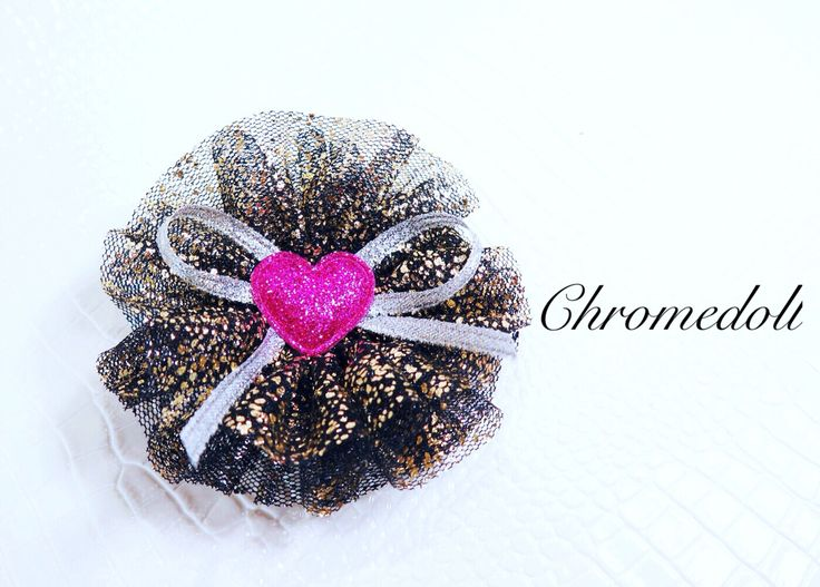 Hair accessories with black color and golden glitter mesh. Say hello hop pink heart.