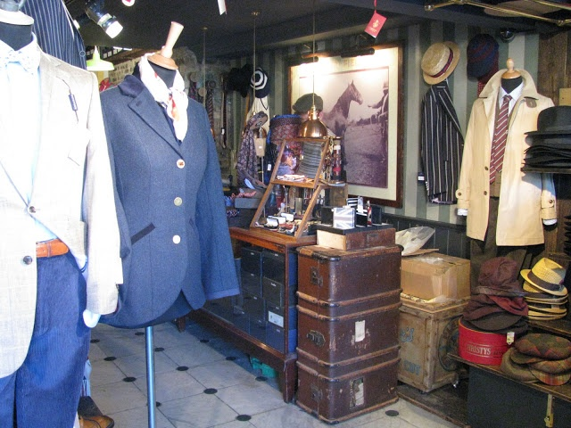 New post up from our travel to London! http://www.thecatandthecloset.com
