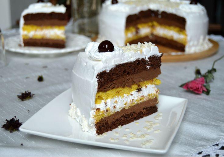 Торт получается очень пышным, пористым, воздушным и вкусным!