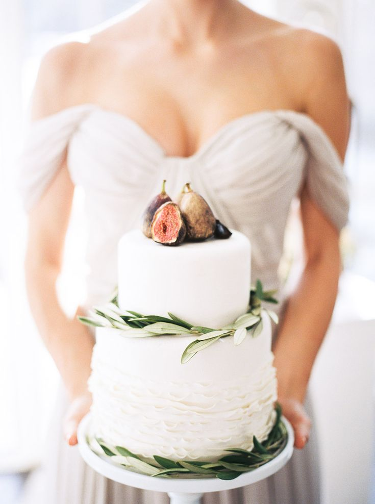 firshade room langdon hall, toronto wedding, toronto photographer, simple wedding cake, white cake