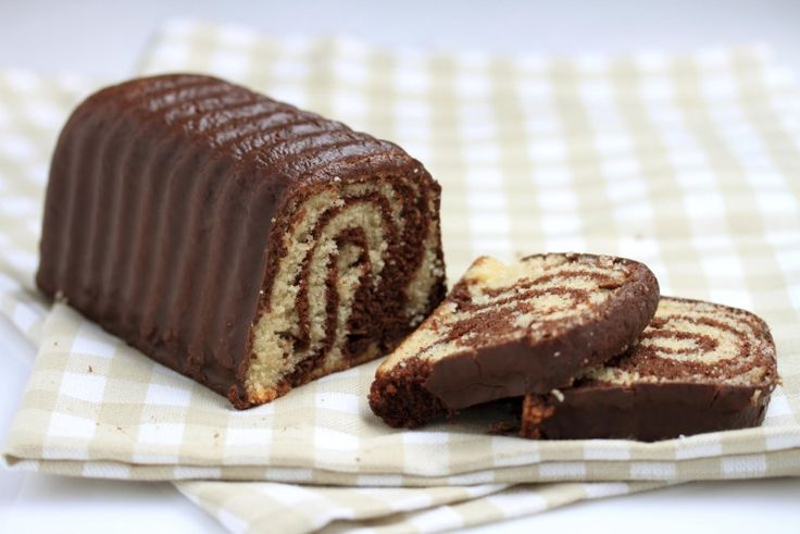 EXCELLENT !!!!!!!!!!!! Ingrédients (6 personnes): Pour la pâte chocolatée : -120 gr de chocolat pâtissier -90 gr de sucre, -90 gr de beurre fondu, -2 œufs. -90 gr de farine. -1/2 sachet de levure chimique. Pour la pâte vanillée : -90 gr de sucre -90 gr de beurre fondu -90 gr de farine -1 sachet de sucre …