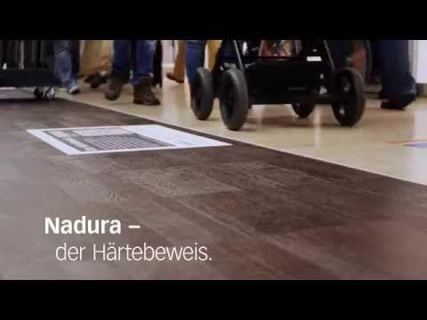 MEISTER Nadura Boden im Härtetest  #Steinhart #Holzwarm #Innovation #Naturprodukt #Authentisch #Wohngesund #Robust #Pflegeleicht #Rutschfest #Fußwarm #Objektgeeignet #Bruchfest #Fliesenformat #blauerEngel #MadeinGermany #MeisterWerke #Boden