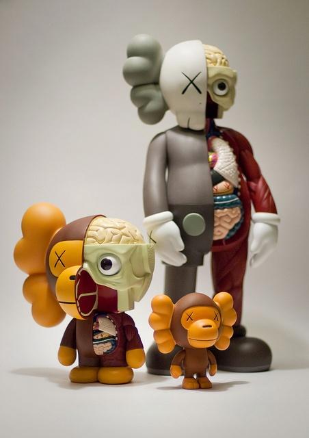 Bape X KAWS X Baby Milo Para nuestra colección de muñecos de Vinilo