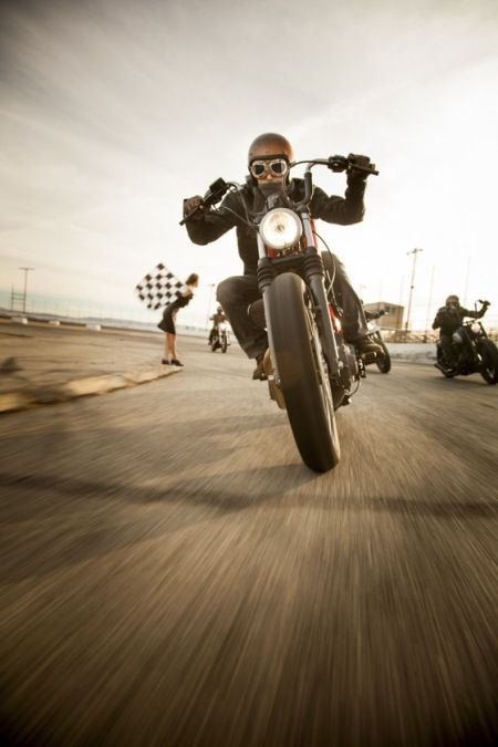 chasing the checkered flag... #motorcycle #motorbike, chassant le drapeau à damier ... #motorcycle #motorbike
