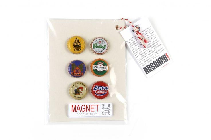 Stoere flessendop magneetjes. Grappige dopmagneten zo van de fles, plop een magneetje er op. Staan leuk en altijd handig bijboorbeeld op je magneetbord. Diameter 2,5cm. Afbeeldingen en kleuren van de magneetjes zijn variabel.